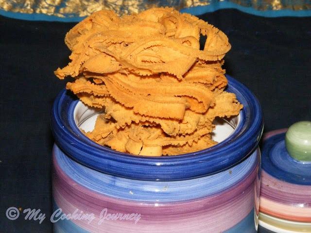 Nada Thenkuzhal stacked in Jar
