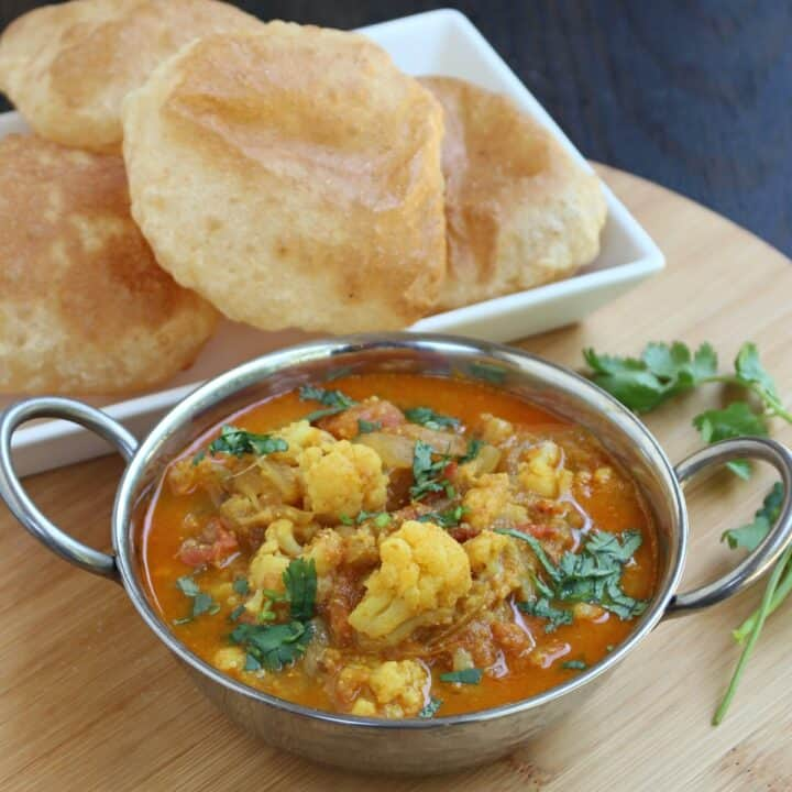 Cauliflower Kurma in bowl with poori